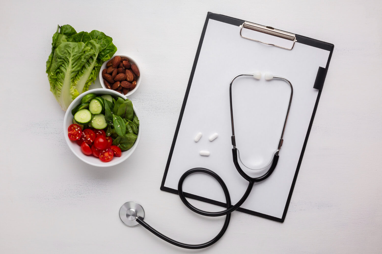 flat-lay-salad-bowl-stethoscope